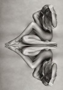 joven desnuda imagen simétrica